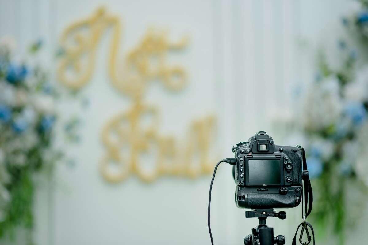 How do I film my wedding?