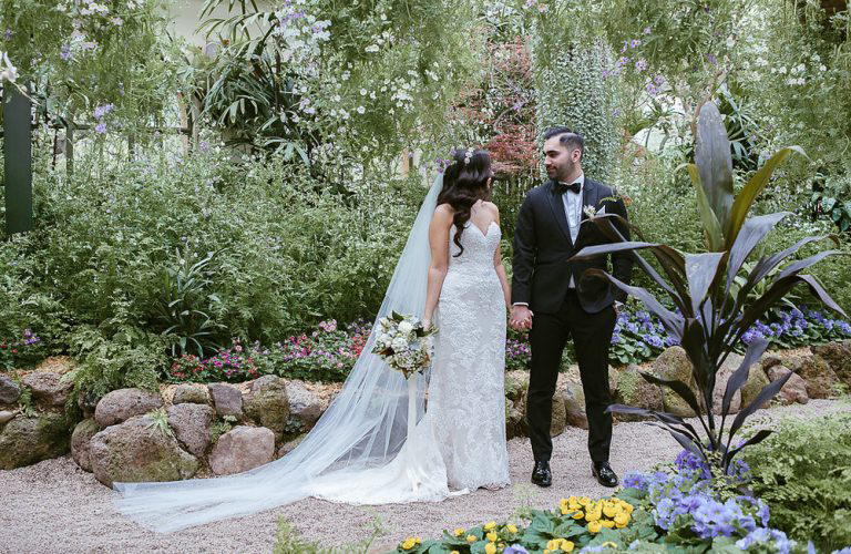 Mia & Zak's modern chic wedding at Lakeside, Taylors Lakes