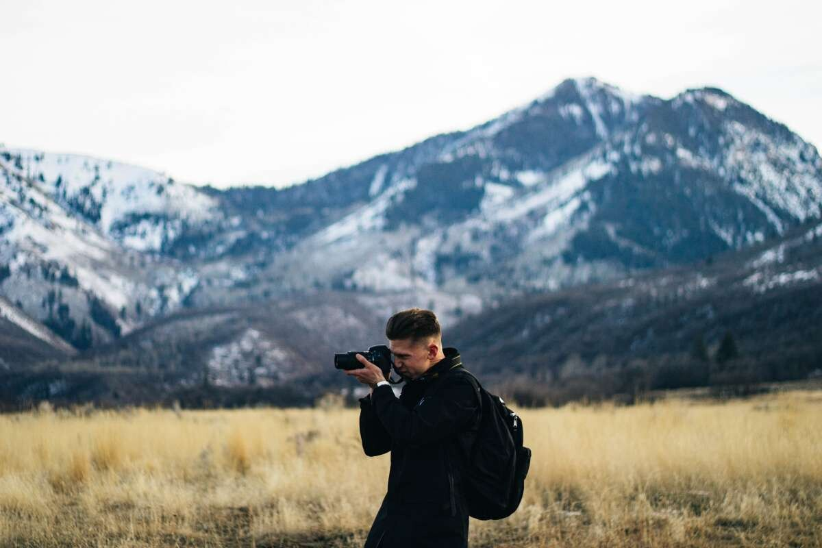 What are the advantages and disadvantages of being a photographer?