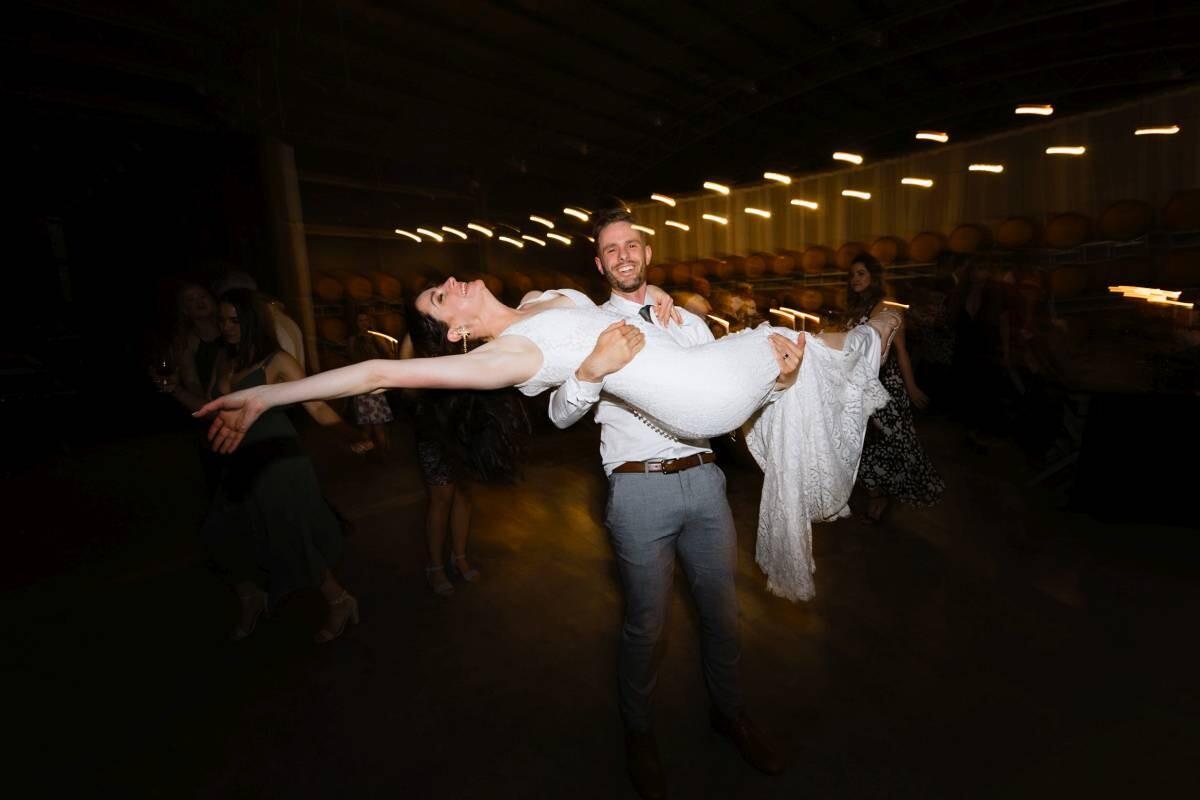 Do wedding photographers use flash?