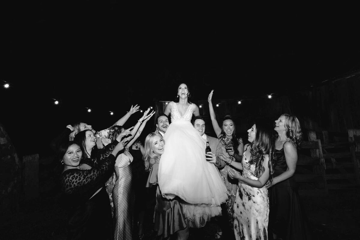 How to Photograph Candid Wedding Photos?