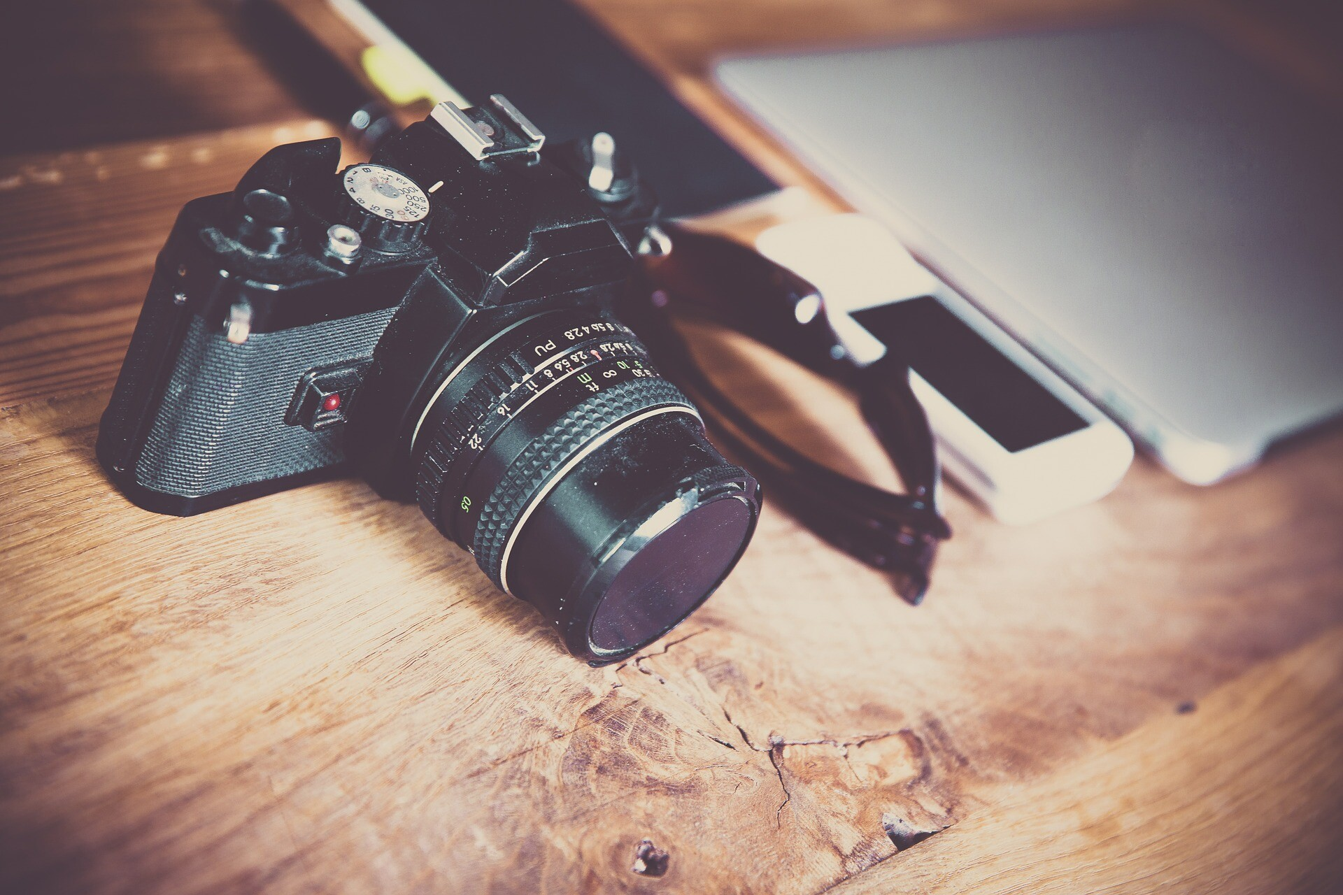What camera do most wedding photographers use?