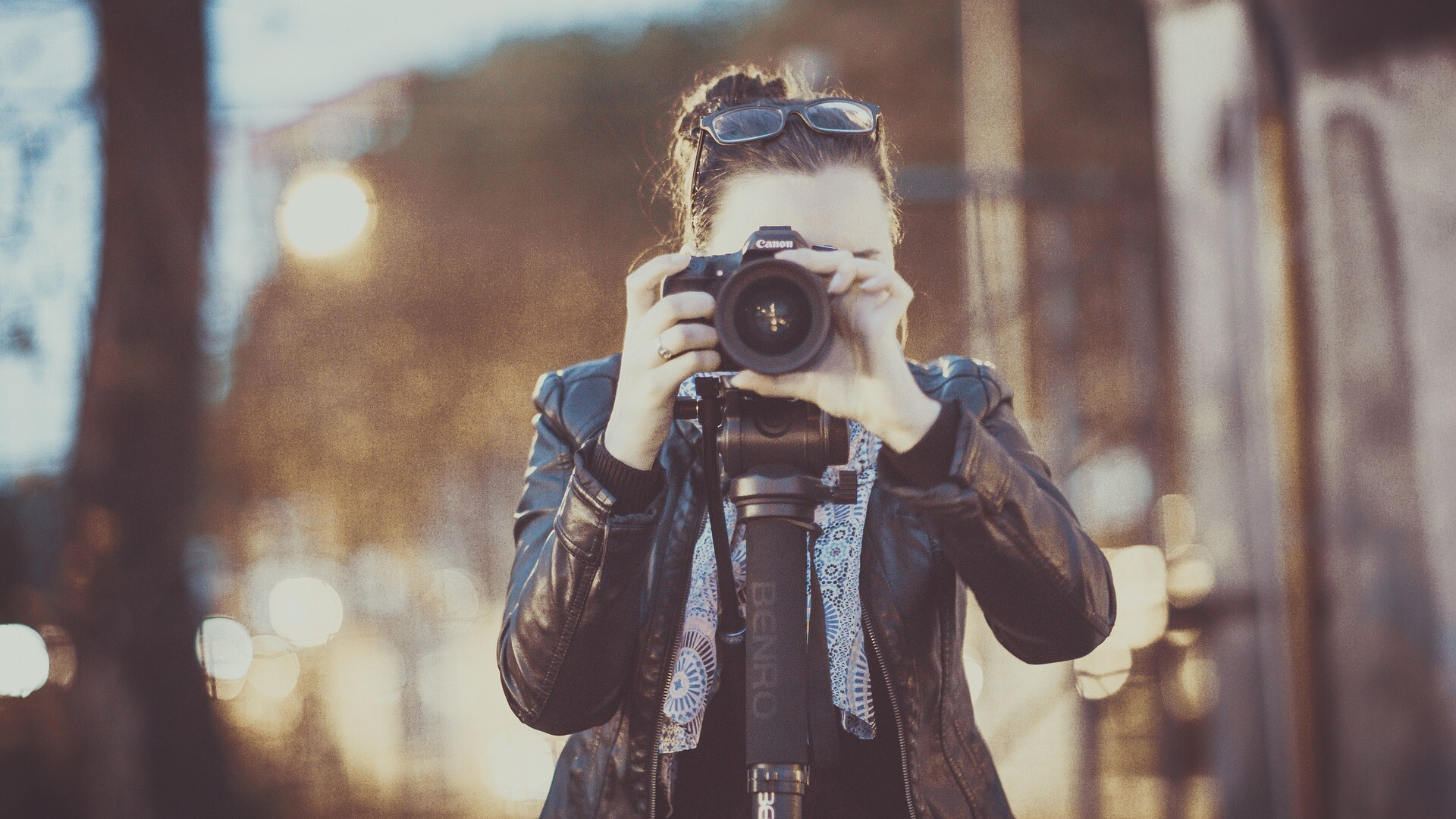 What is the dress code for a photographer?