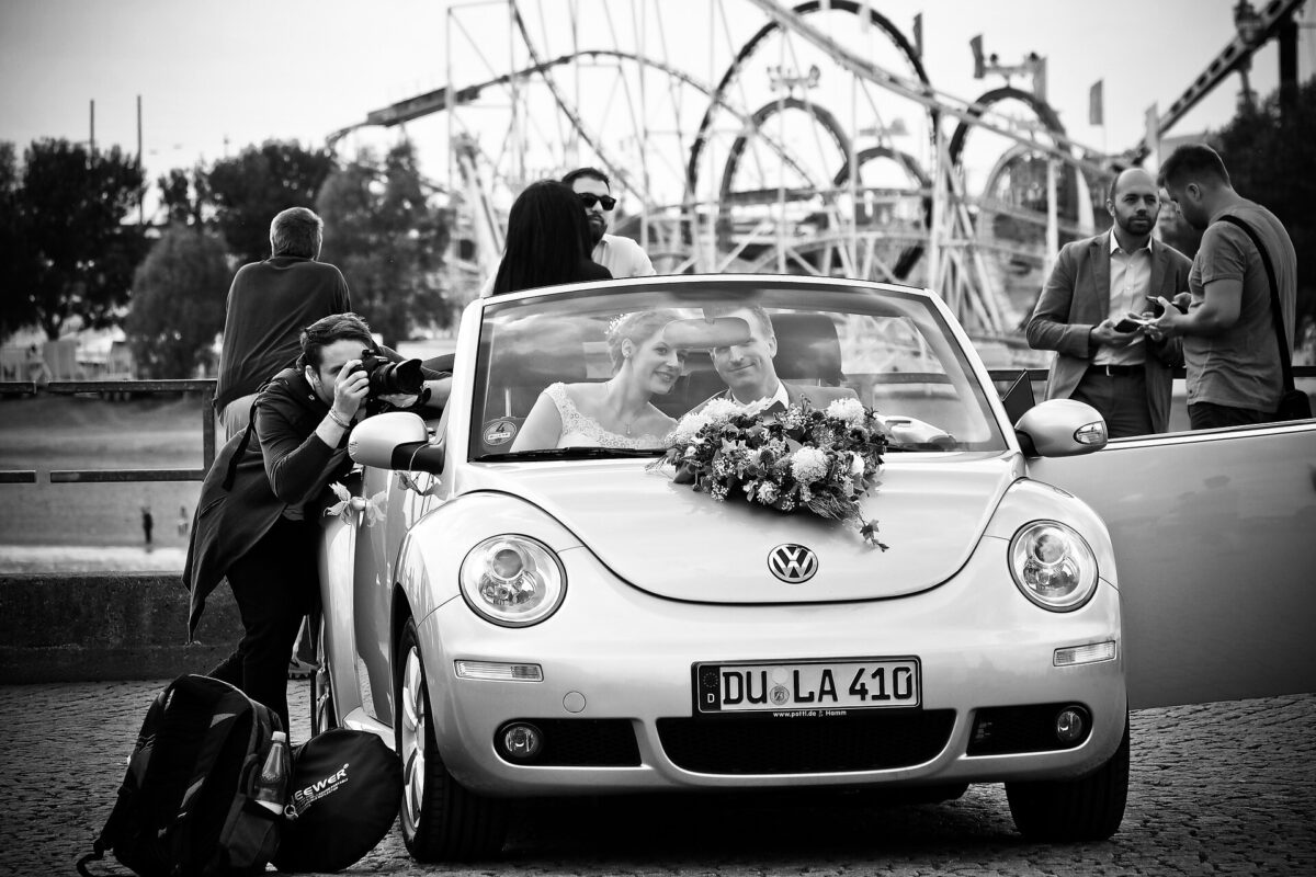How many photos should a wedding photographer deliver?
