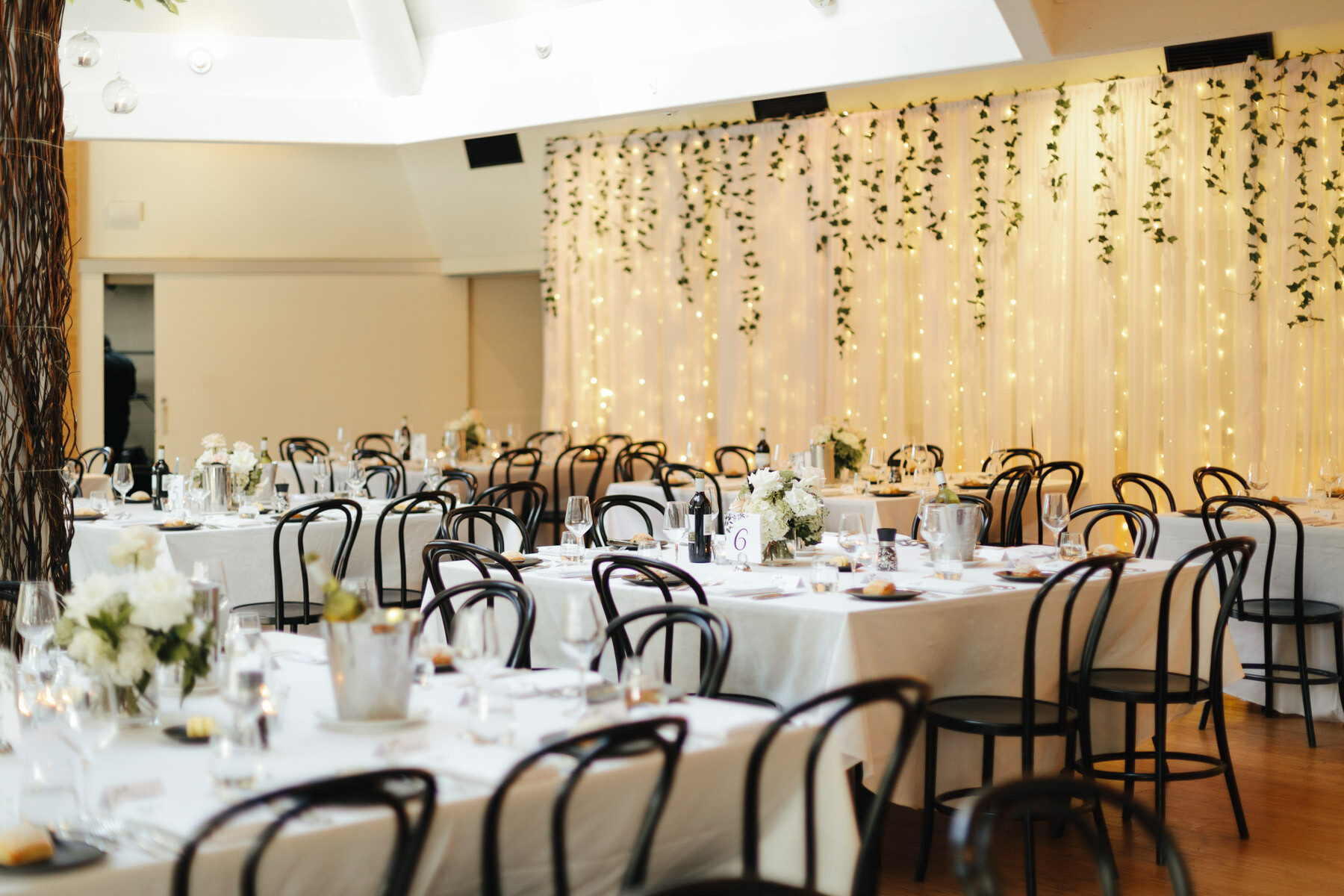 How much time should be between the wedding ceremony and reception?