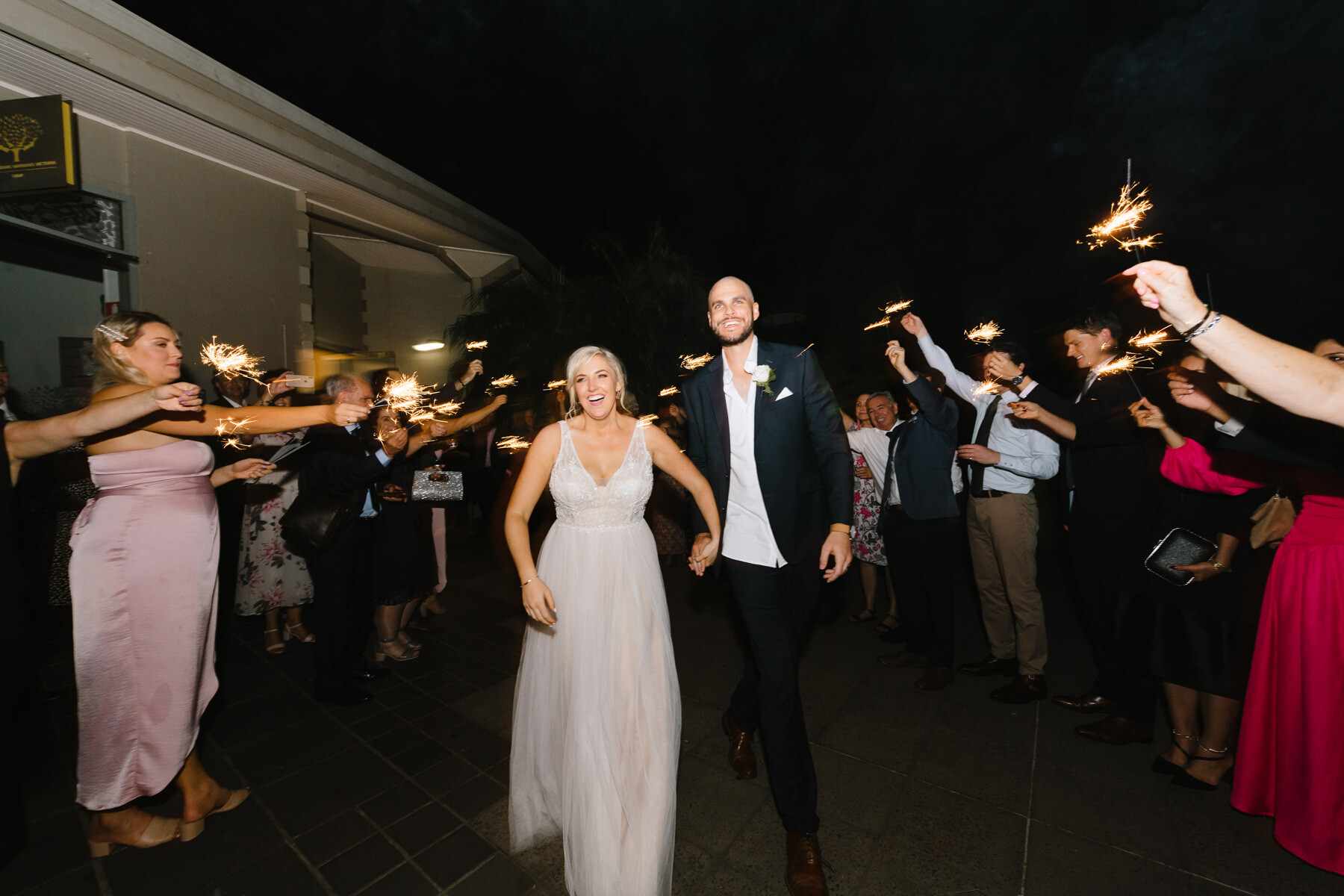 What are the different styles of wedding photography?