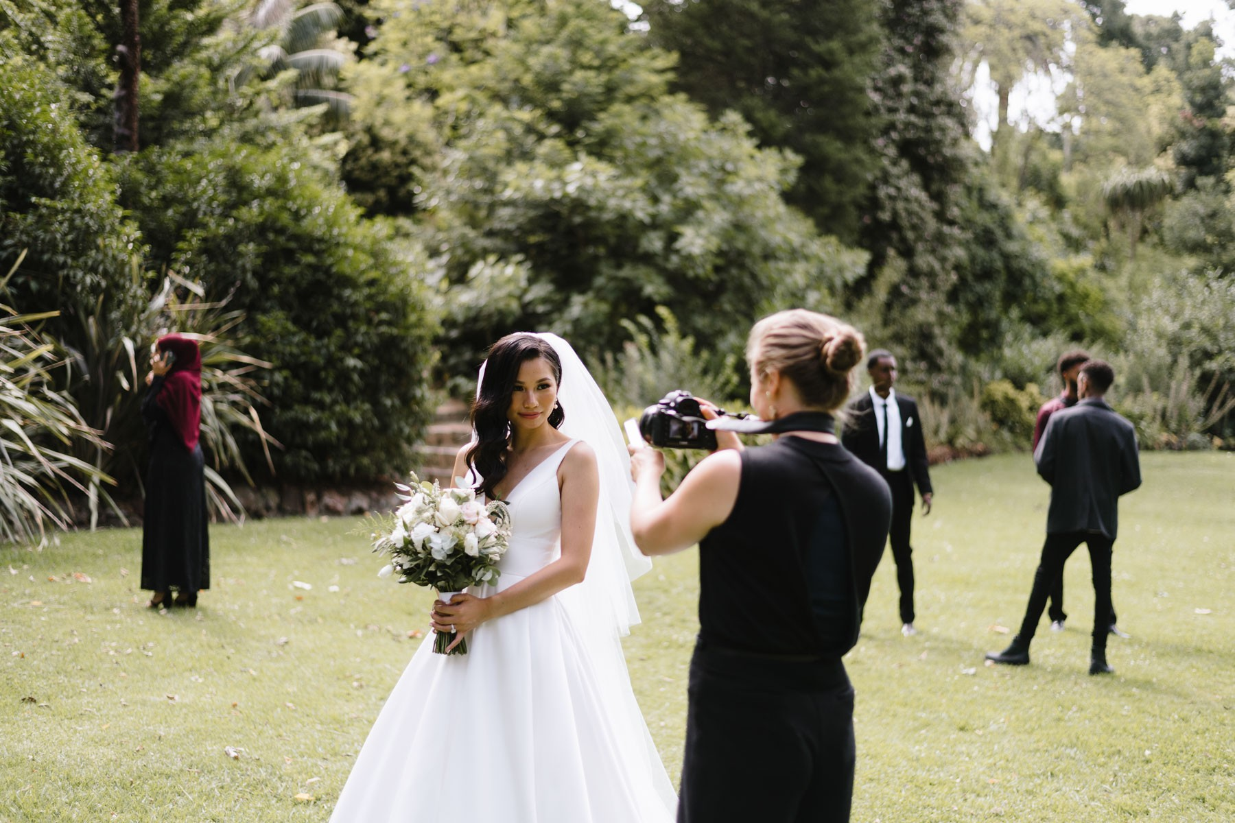 What are the skills a wedding photographer needs?