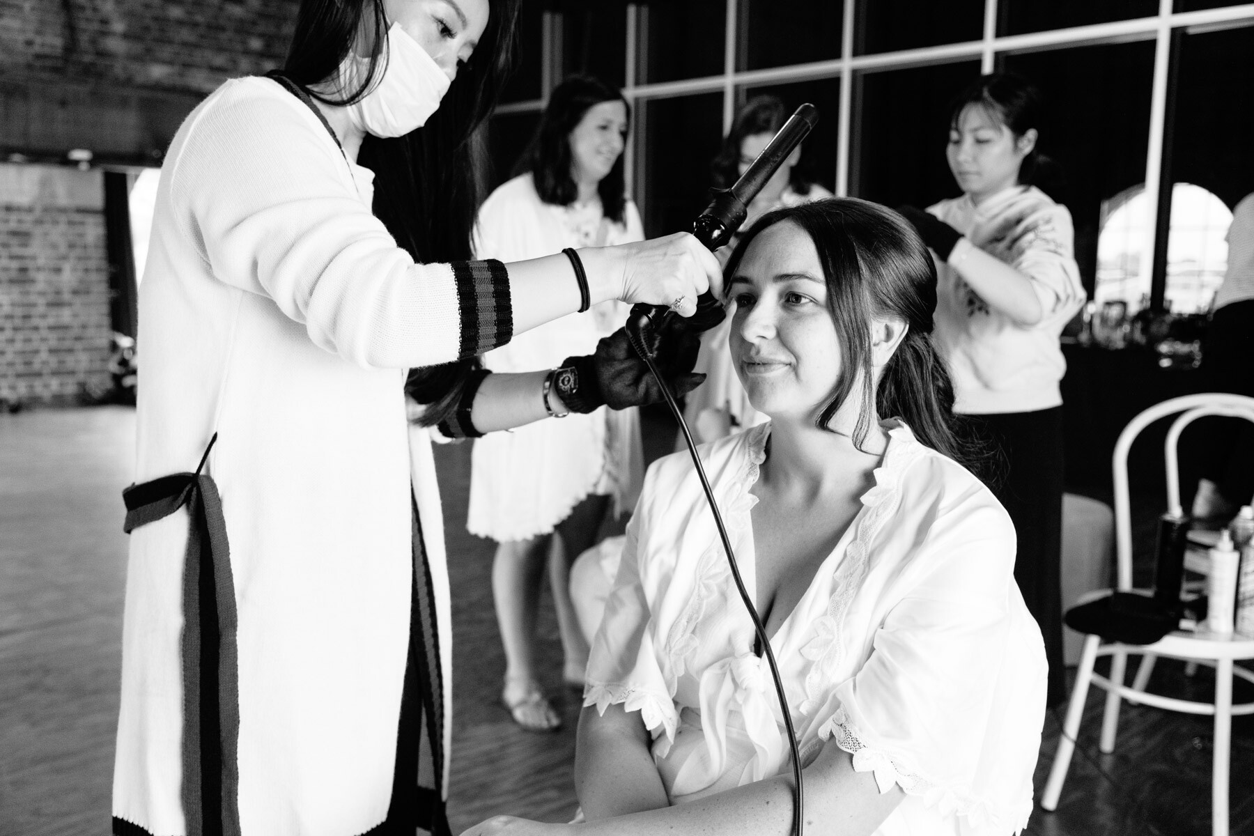 How many hours before the ceremony should the bride be ready?