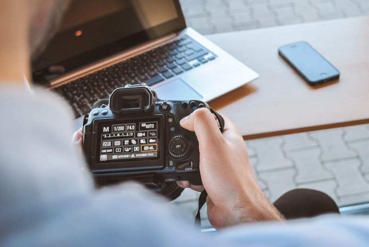 What mode do most professional photographers shoot in?